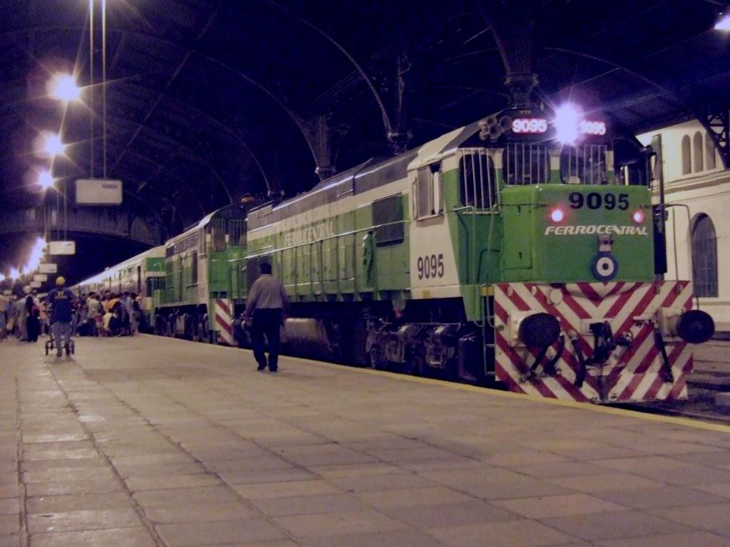 Argentine_train_-_Ferrocentral_-_Buenos_Aires_-_Tucuman