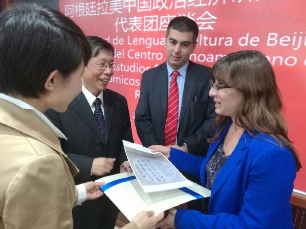 diputada con la comunidad china