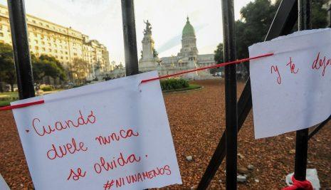 """VIVIMOS PORQUE RESISTIMOS"""