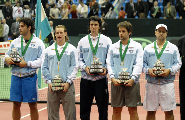 Acasuso, Nalbandian, Chela, Calleri y el capitán Mancini tras la final.