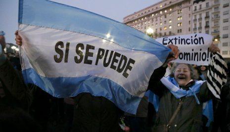 MARCHA POR EL DESAFUERO DE CFK, A FAVOR DE BONADIO Y …¡FLAN!