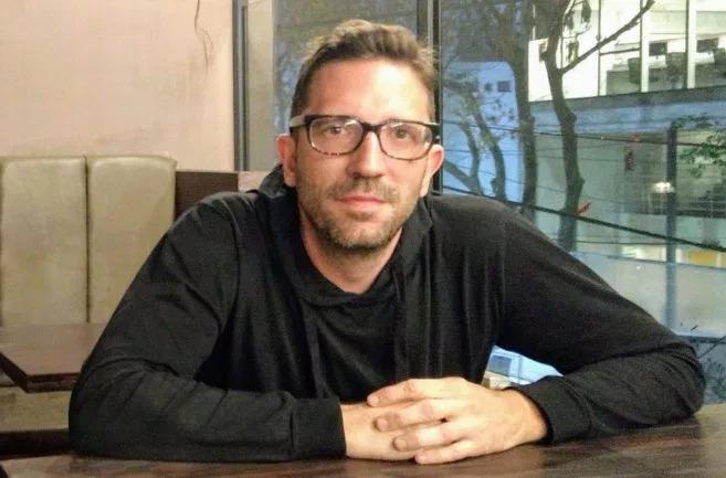"""Periodista especializado en deportes, escritor de 4 libros y colaboró en el último libro de Ezequiel Fernández Moores: """"Juego, luego existo""""."""